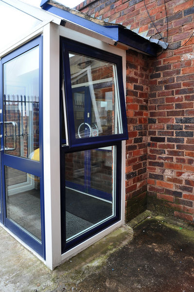 Parallel Hung Windows : Commercial aluminium windows taurus max™ atb systems